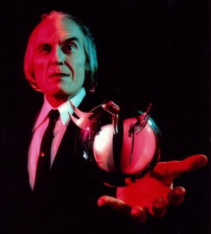 http://dailypop.files.wordpress.com/2009/10/phantasm-the-tallman.jpg