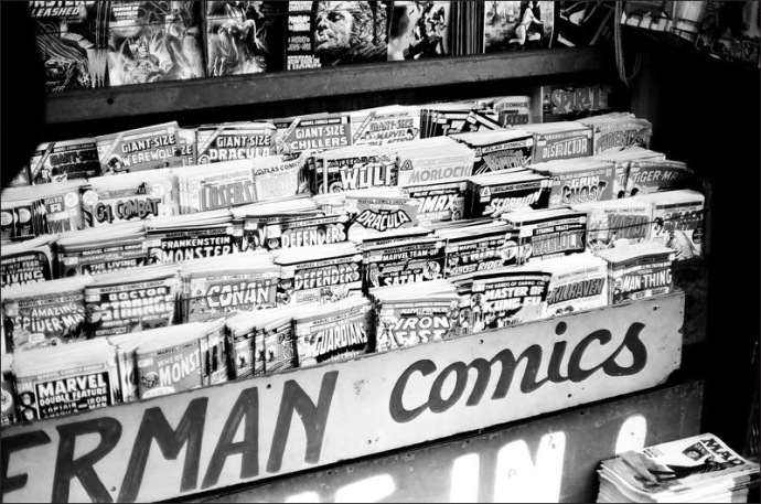 comic-book-rack-1975