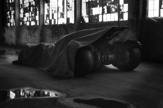 zack-snyder-batmobile-mos2-tease