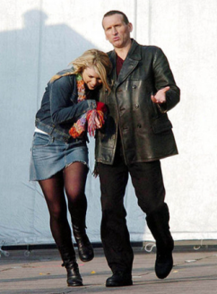 DrWho_Rose_Eccleston_Piper_Promotional